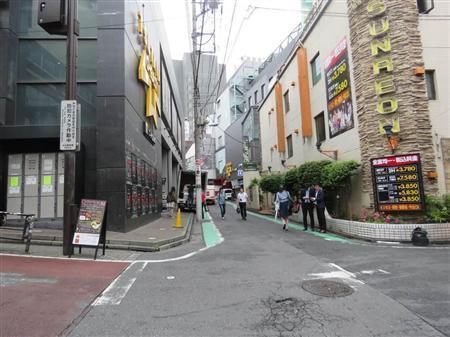 田中聖容疑者が現行犯逮捕された東京・渋谷区の路上。停車中の車内から乾燥大麻が発見された