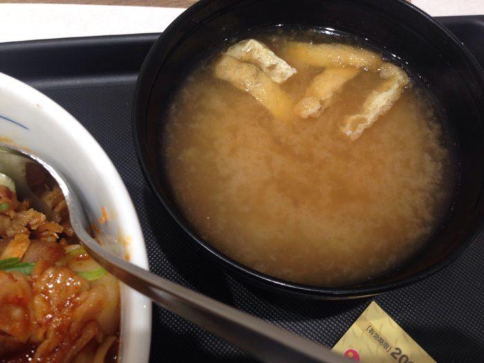 松屋のビビン丼 (並) 490円 (税込) についてくるお味噌汁