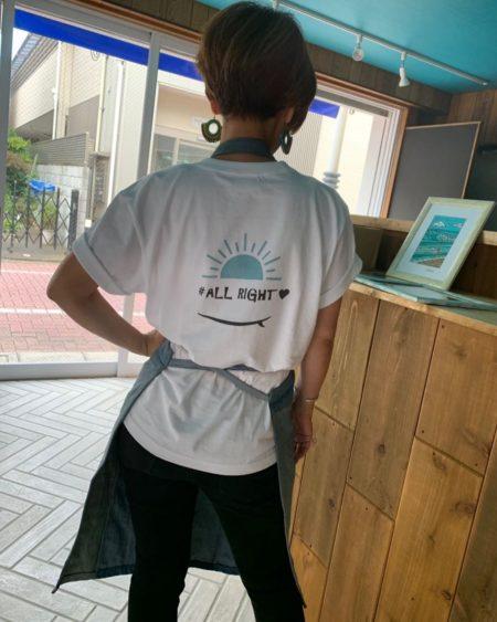 タピオカ店「#ALLRIGHT」の店員の後ろ姿